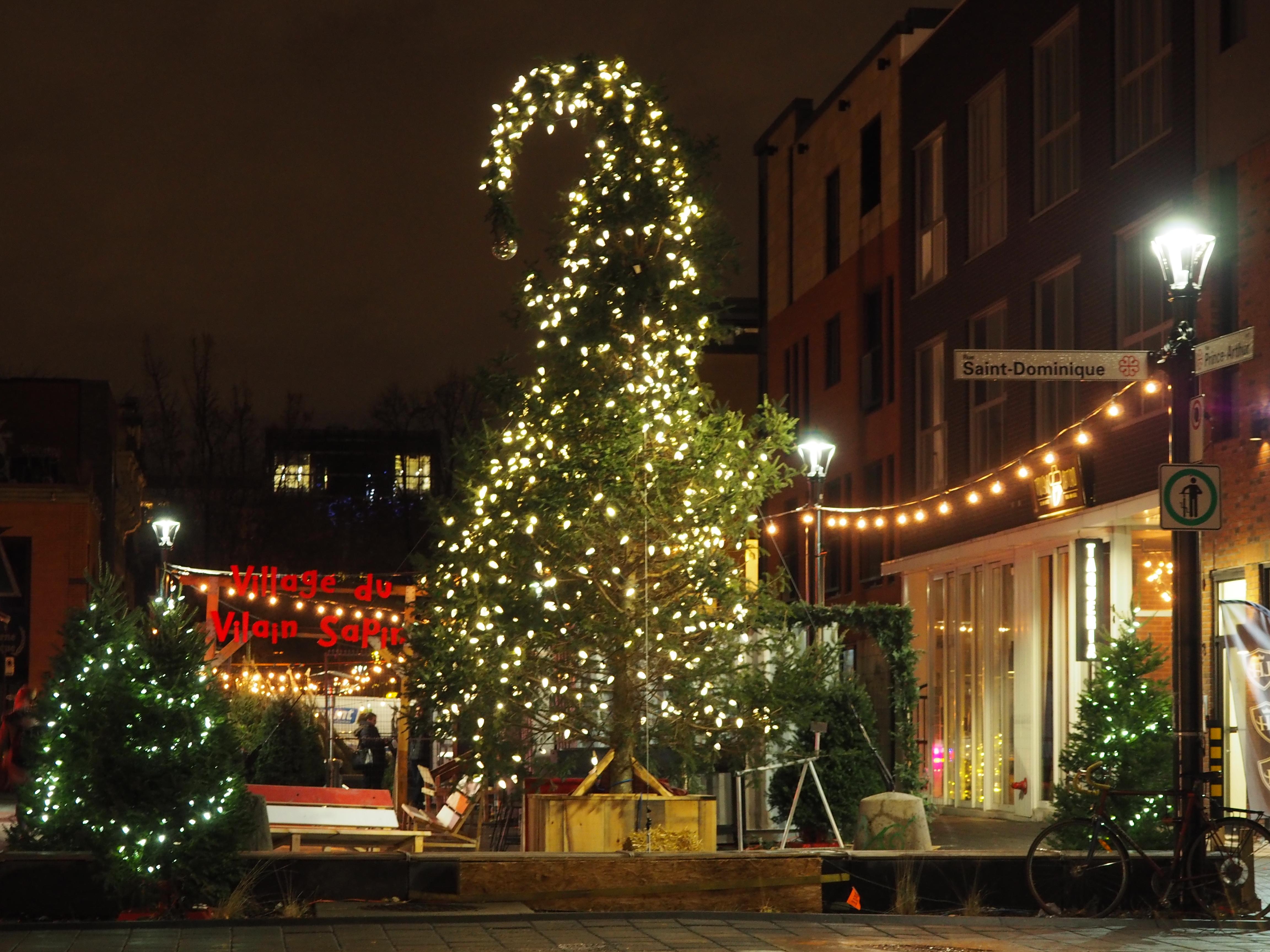 Village du Vilain Sapin - Ambiance de Noël à Montréal